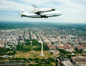 Space Shuttle Discovery flies over Washington, D.C. (NASA Photo)